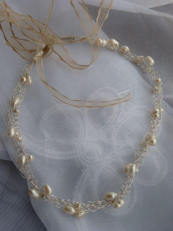 Tocado  entrelazado de perlas tejido en cadenetas de plata pura