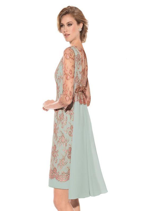 Teresa Ripoll vestido en crepe y encaje. Cuerpo con escote cerrado y manga francesa