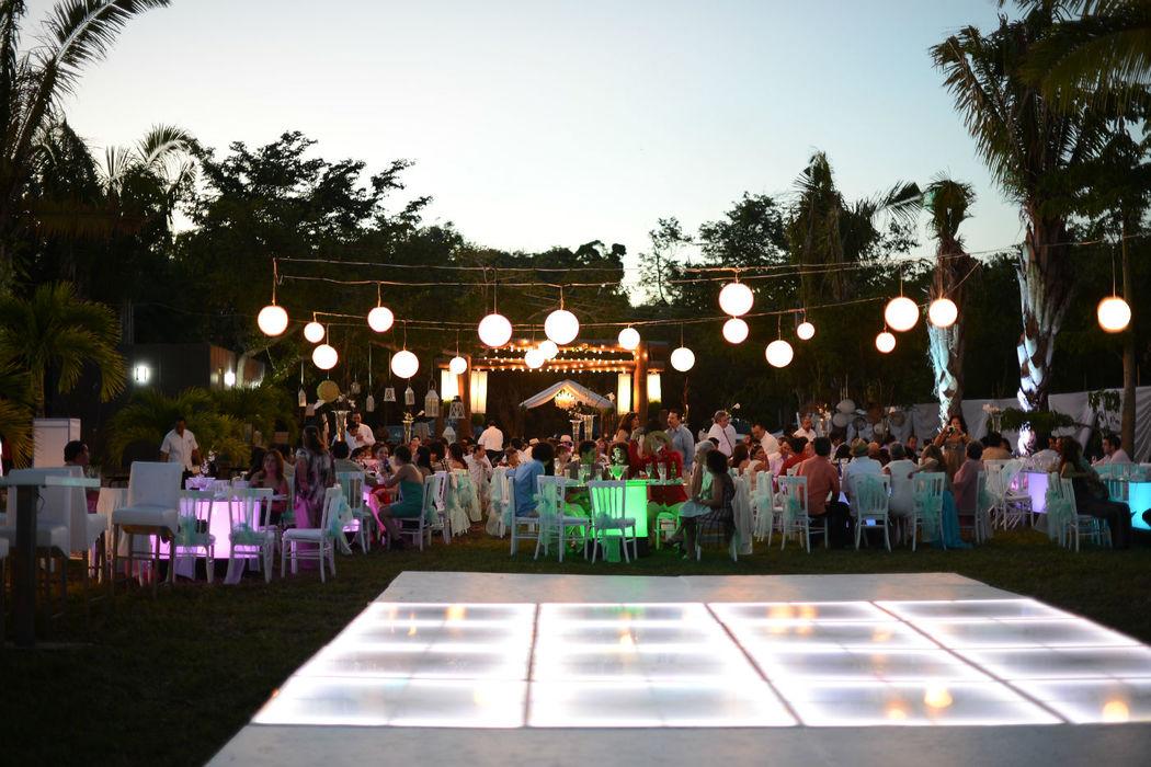 La decoración al aire libre demuestra amplitud y un toque muy especial a su evento.