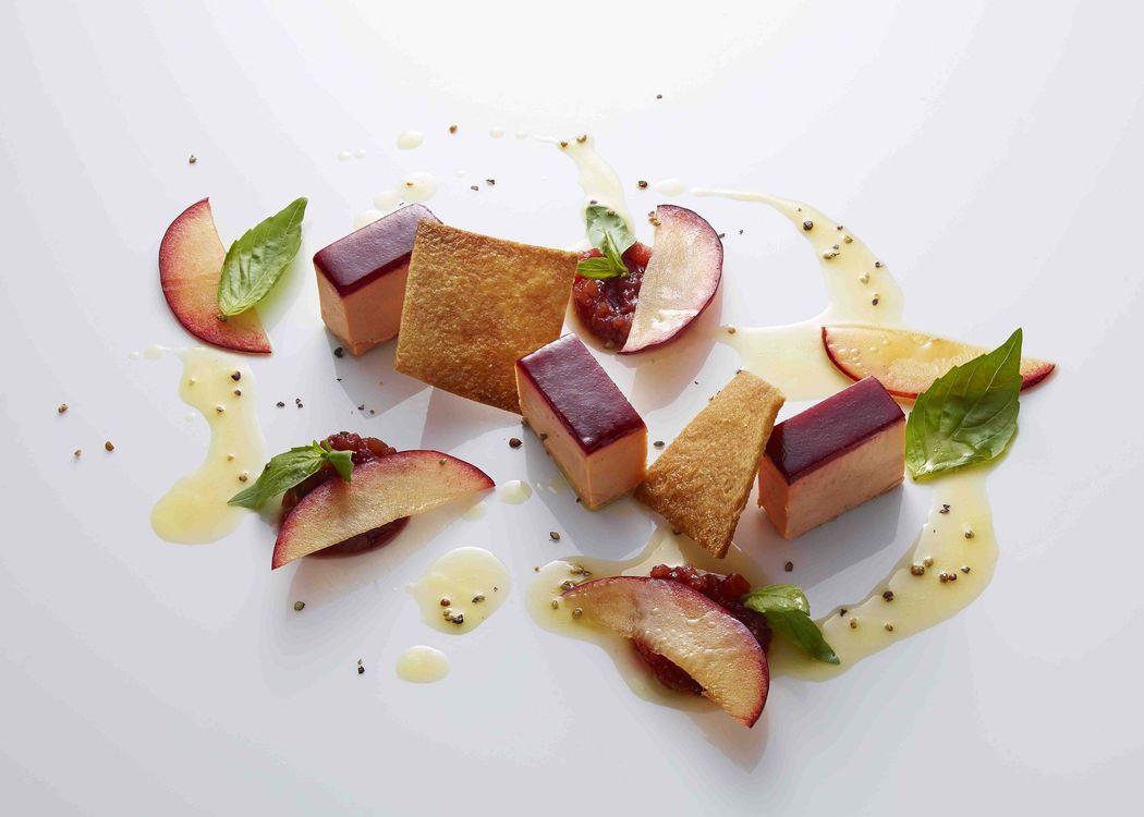 Foie gras de canard mi-cuit, coings confits au sirop de grenade et limon cress - Saint Clair le Traiteur