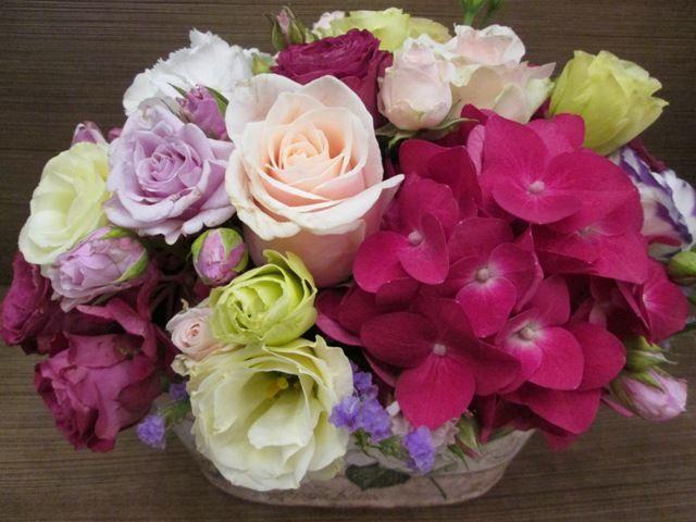 Kompozycja kwiatowa w pastelowych odcieniach