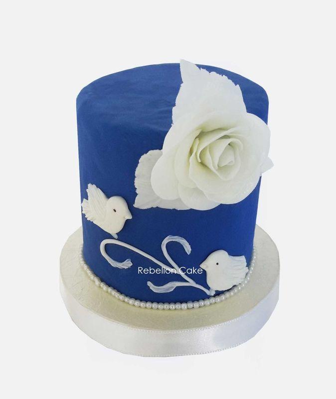 Diseño exclusivo de Rebelion Cake con la participación de los novios...