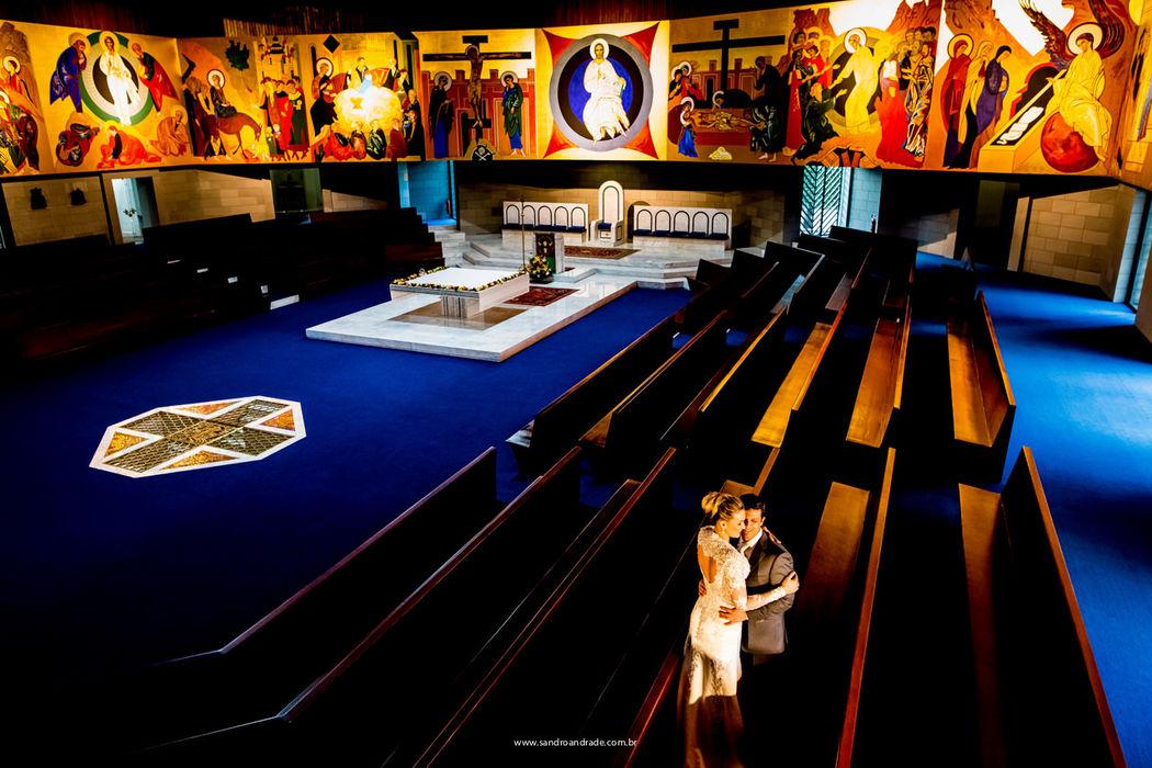 Casamento em Brasilia-DF. Ensaio pós casamento do querido casal Sarah e Amir na Igreja Nossa Senhora da Esperança, Asa Norte. Sandro Andrade Fotografia
