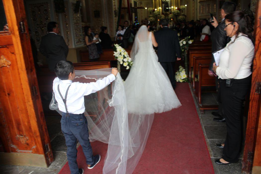 Antes de entrar la novia lloraba de tanta emoción