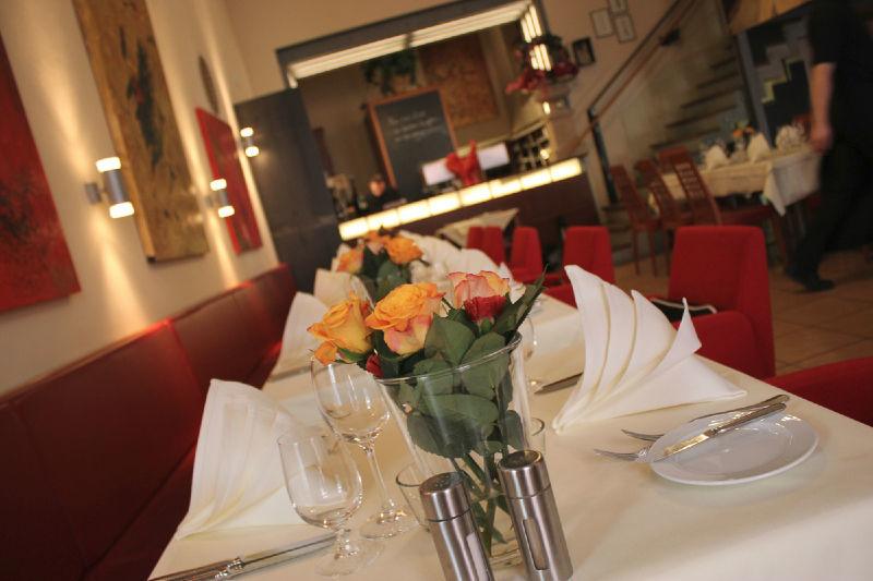 Beispiel: Tischdekoration, Foto: Hotel Roter Hahn.