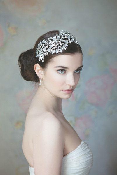 Beispiel: Haarschmuck, Foto: Gina's Sposa.
