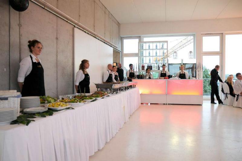 Beispiel: Warmes und kaltes Buffet, Foto: Golden Catering.