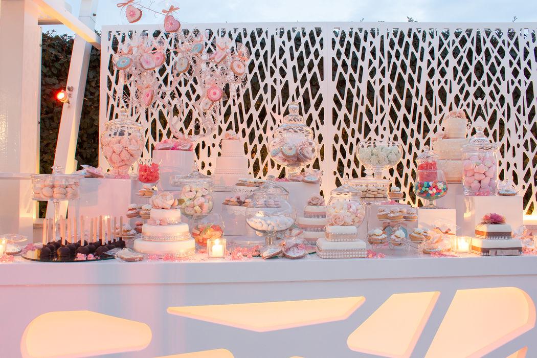 Al Chiar di Luna sweet table confetti macaron caramelle marshmallow cupcake cakepops tante golosità