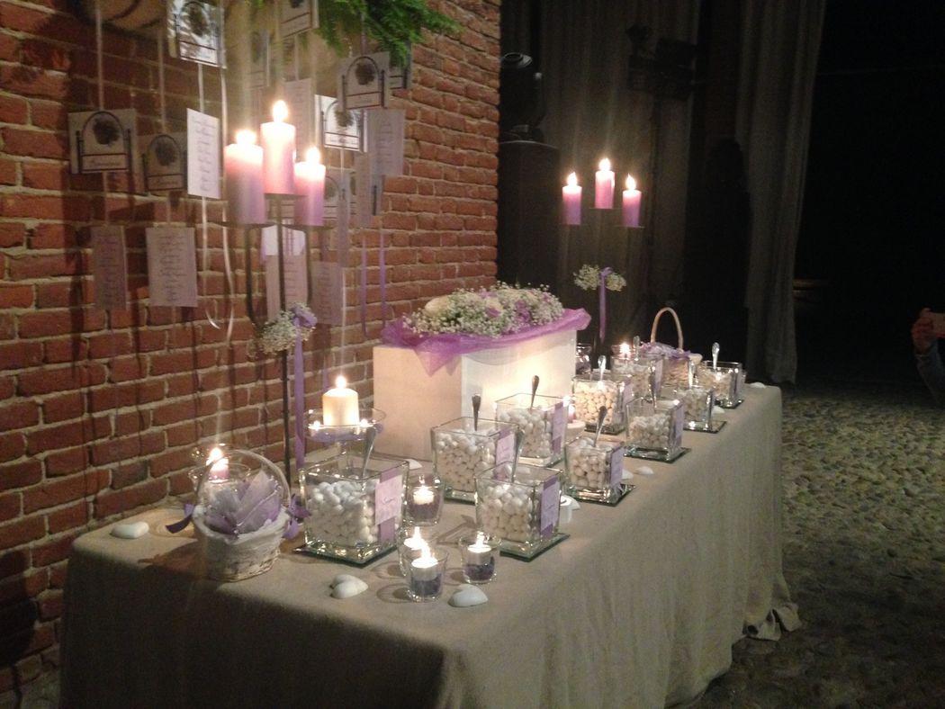 Allestimento tavolo confettata provenza lilla www.stampaecrea.it