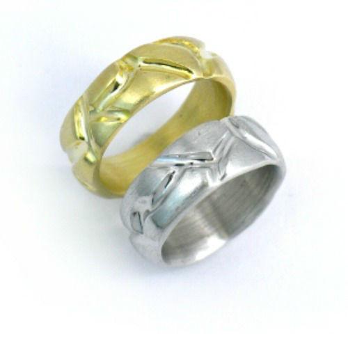 Beispiel: Silberring und Goldring mit Einkerbungen, Foto: Schmuck Hautnah.