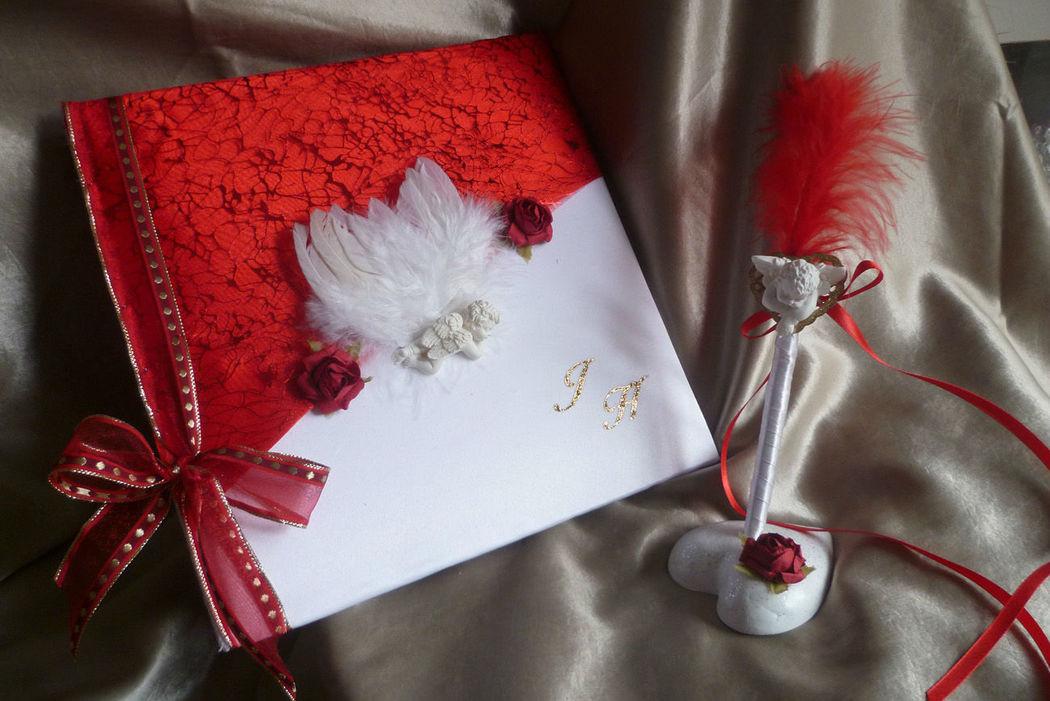 livre d'or blanc rouge organza  CRISTAUX, décos ange et son stylo assorti urne et coussin sur demande