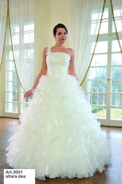 Beispiel: Begeistern Sie Ihren Bräutigam mit Ihrem Kleid, Foto: Minder Mode.