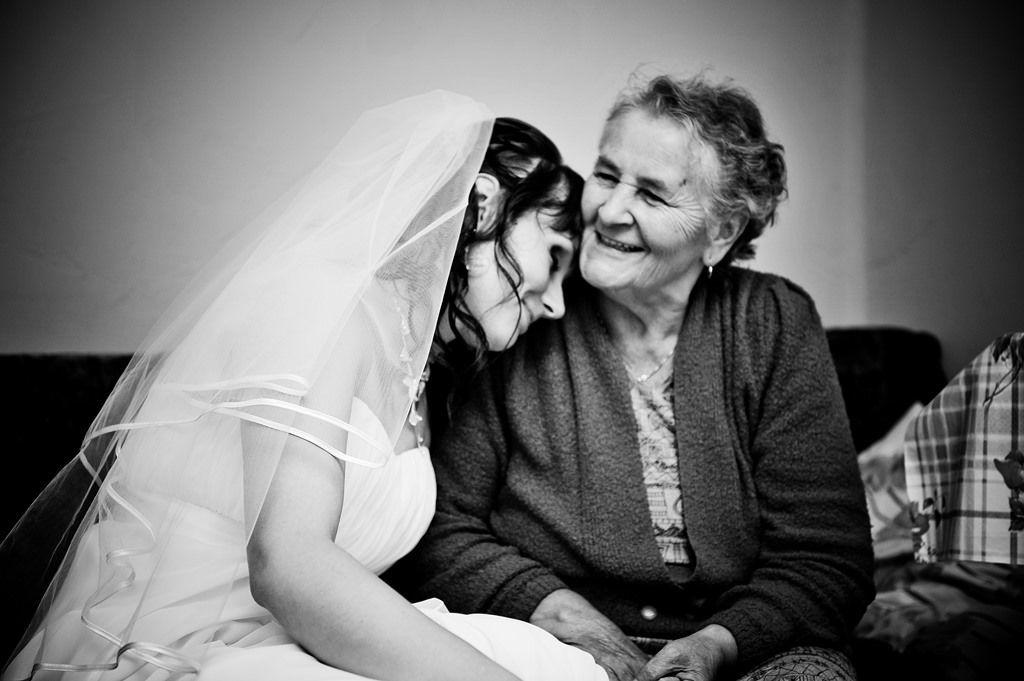 Panna Młoda z babcią
