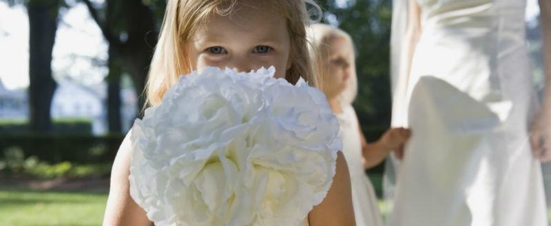 Video matrimoniale di una damigella della sposa con bouquet