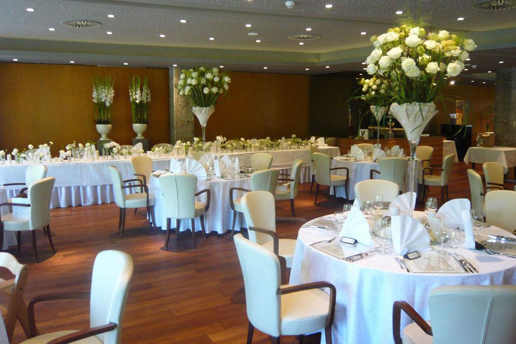 Beispiel: Hochzeitsgedeck, Foto: Warmbaderhof.