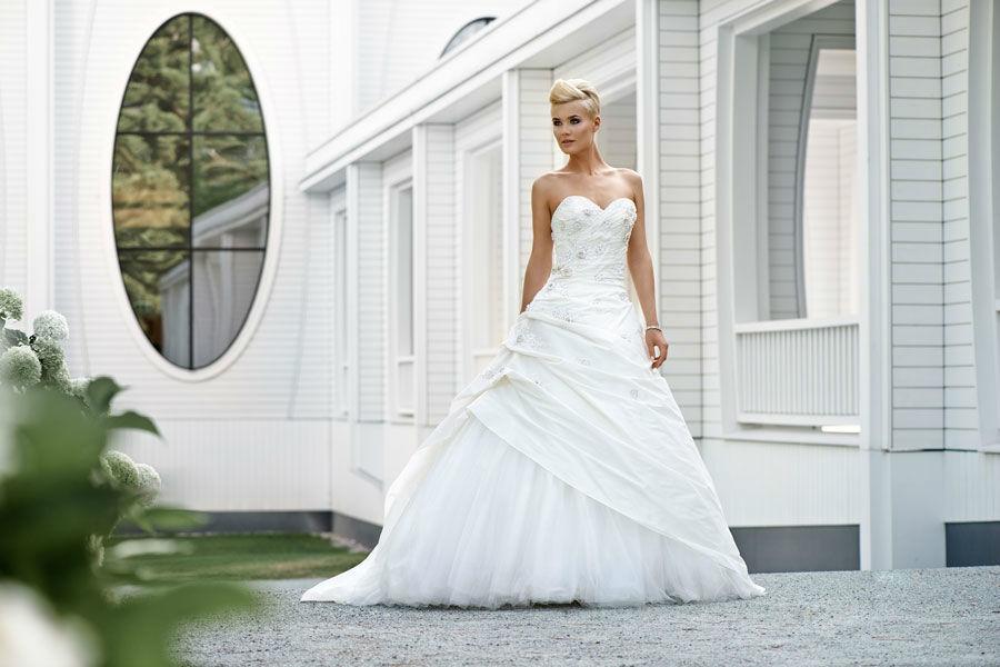 Beispiel: Finden Sie Ihr persönliches Hochzeitskleid, Foto: Mery's Couture Bad Ragaz.
