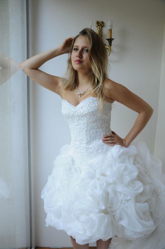 Robe de mariée en organza de soie et dentelle de Calais brodée et perlée Agnès Szabelewski