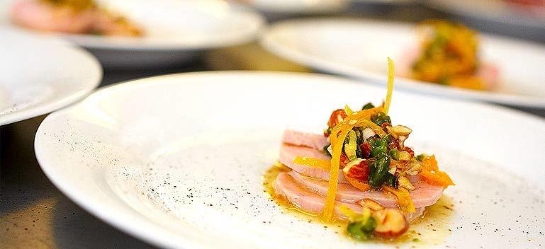 Beispiel: Kunstvoll angerichtete Menüs, Foto: Select Catering.