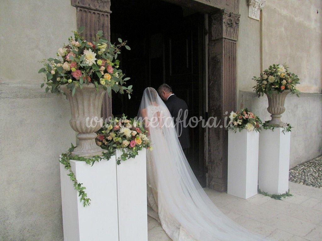 Decorazione ingresso chiesa matrimonio