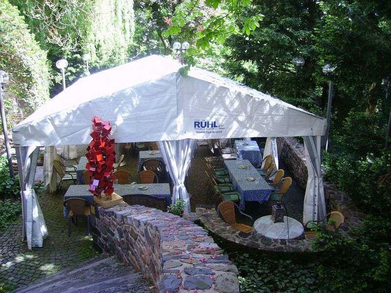 Beispiel: Schlossterrasse, Foto: Restaurant Schlosskeller.