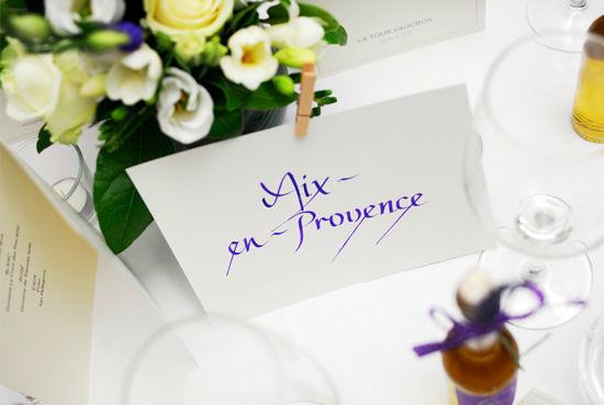 Beispiel: Gestalten Sie Ihre Hochzeit mit calligraphischen Elementen, Foto: Event Calligraphy.