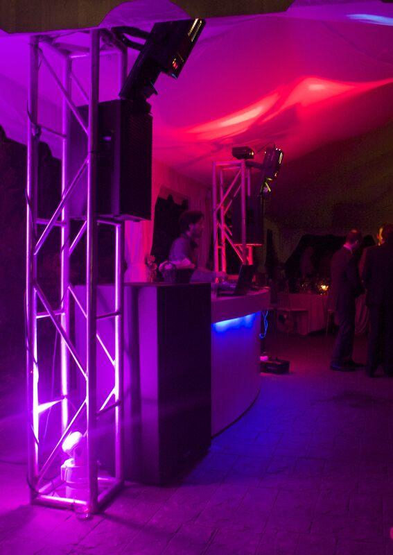 Sonido  iluminación profesional para complacer a los más exigentes , personalización de la música