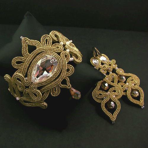 Małgorzata Sowa - PiLLow Design, Biżuteria ślubna sutasz. Ażurowy komplet w kolorze złota - kryształy Swarovski, kryształ górski, sutasz, mosiądz