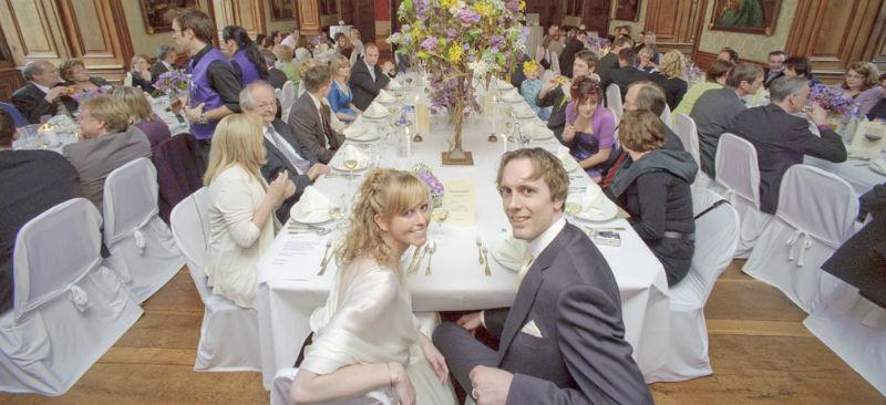 Beispiel: Hochzeitsgesellschaft mit Brautpaar, Foto: Wasserschloss Lembeck.