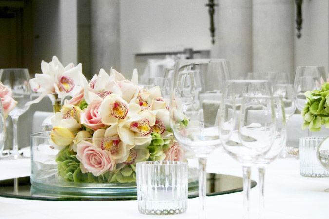 Beispiel: Blumendekoration für Ihre Hochzeitsfeier, Foto: Marsano Blumen.