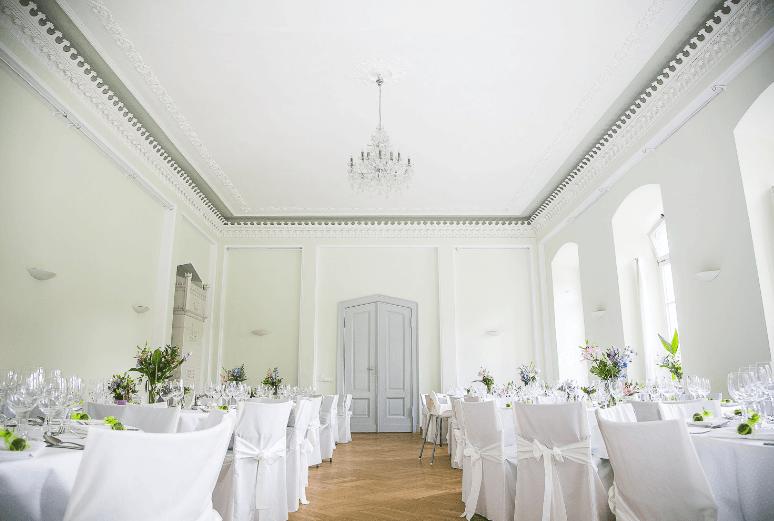 Beispiel: Grüner Salon - Bankett, Foto: Eventkirche Schloss Kröchlendorff.