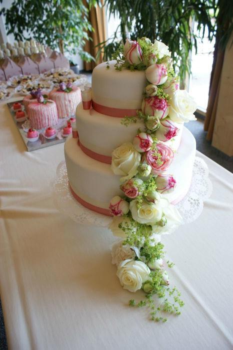 Beispiel: Hochzeitstorte, Foto: Floraswelten.