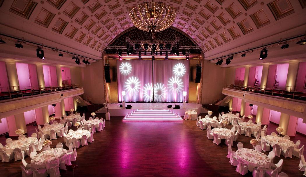 Bénazetsaal mit individueller Farbgestaltung