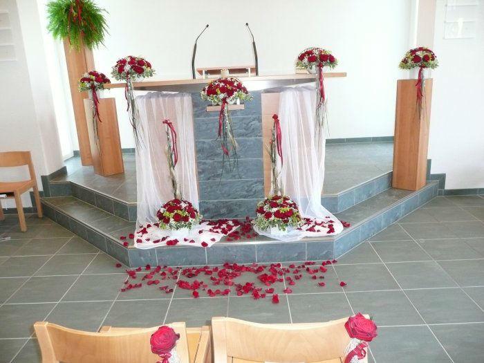 Beispiel: Blumenschmuck für die Kirche, Foto: Blumenhus Spaltenstein.