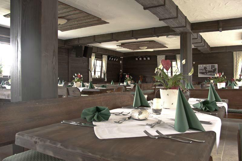 Beispiel: Wirtshaus eingedeckter Tisch, Foto: Fautenhau Alm.