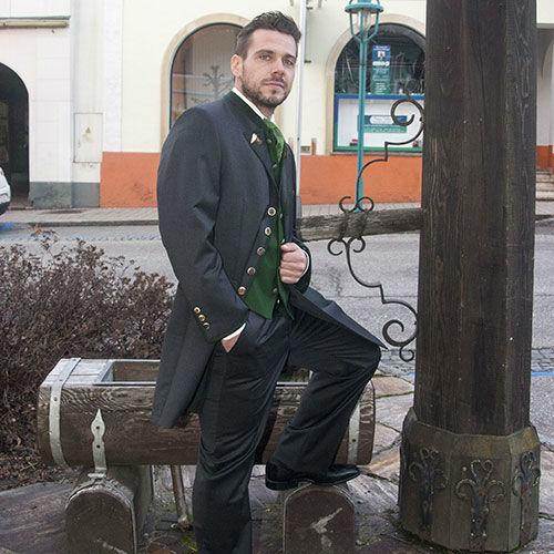 Beispiel: Mode für den Bräutigam, Foto: Schöffmann Mode.