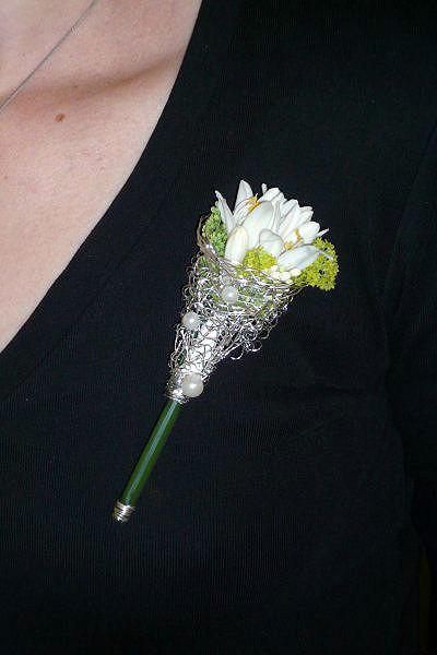 Beispiel: Anstecker, Foto: Blumen Au Bouquet.