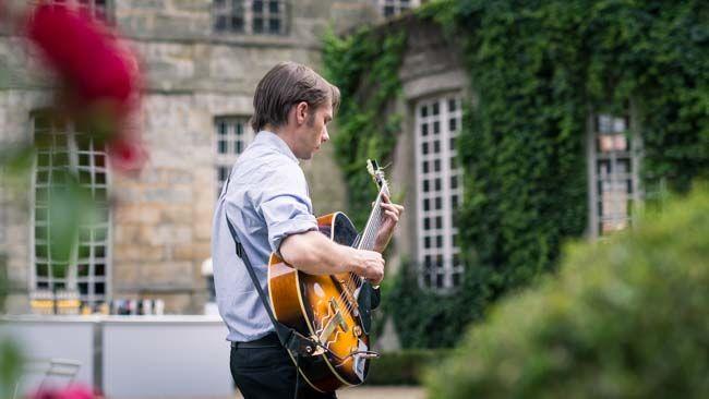 Aurelien guitare jazz manouche mariage http://www.jazz-manouche.clementreboul.com/