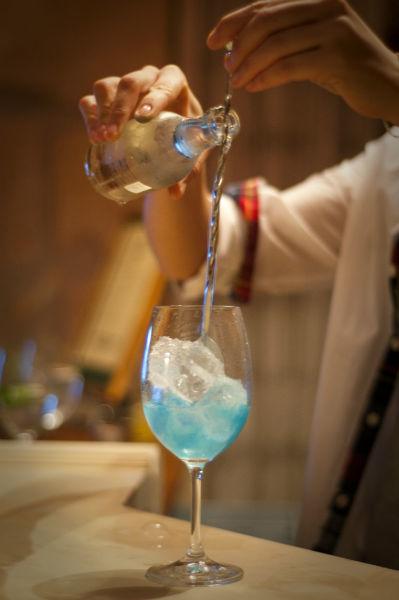 Servicio de barra con bebidas tanto nacionales como de importación.