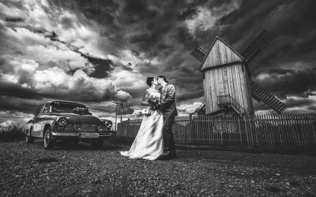 Beispiel: Originelle Hochzeitsfotografie, Foto: Robin Schimko Photography.