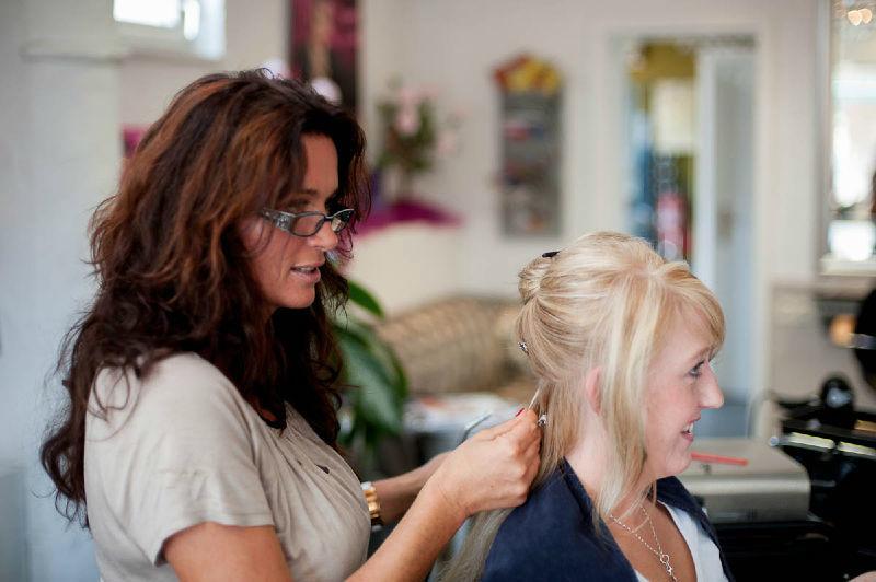 Beispiel: Wunderschöne Hochsteckfrisuren, Foto: Jasmin's Hair & Design.