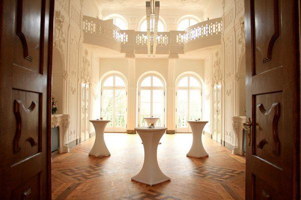 Beispiel: Weißer Saal Sektempfang, Foto: Schloss Ettersburg.