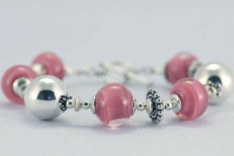 Beispiel: Schmuck - Armband, Foto: Silber und Seide Brautmode.