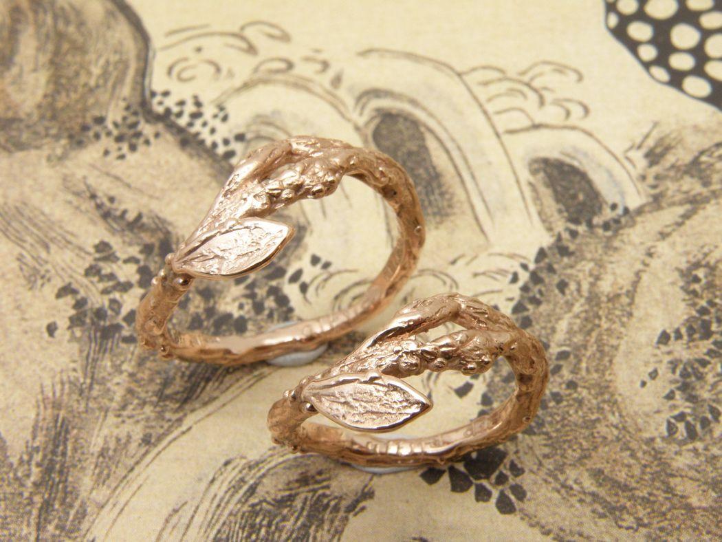 * roodgouden takjes ring met blaadje * roodgouden takjes ring met blaadje * trouwringen uit het Oogst atelier