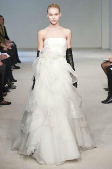Beispiel: Brautmode von Top-Designern, Foto: Traum Braut.