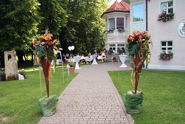 Beispiel: Je nach Jahreszeit festlich dekoriert, Foto: Landhaus Lindenhof.