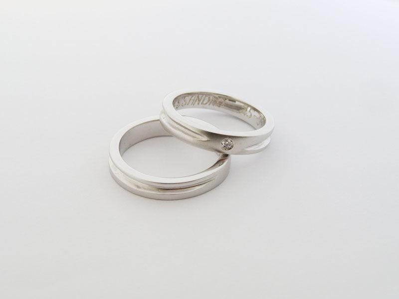 MIOeTUO - anelli in oro bianco, effetto sabbiato con diamante