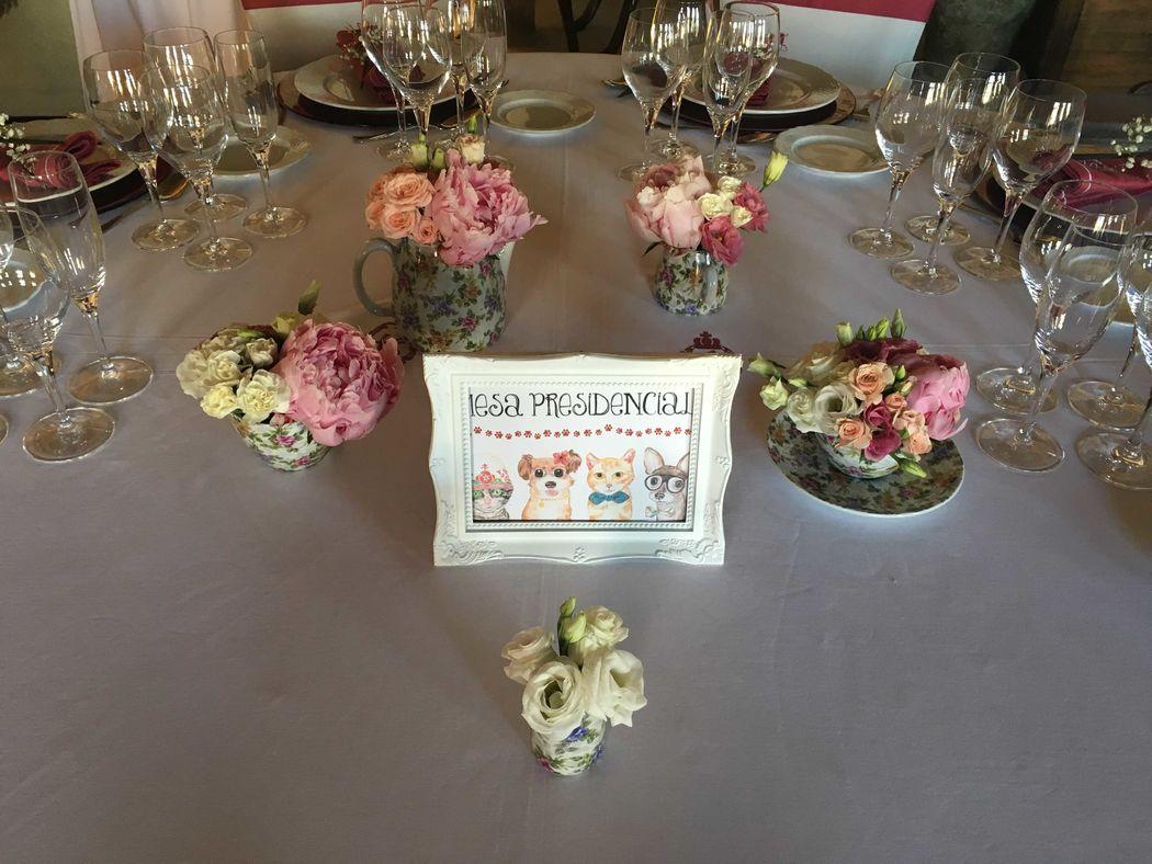 Detalle mesa presidencial.