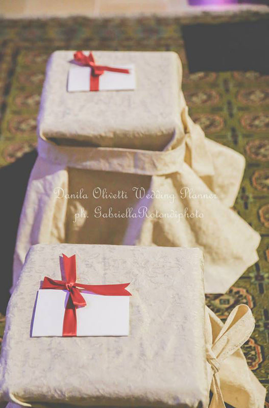 Danila Olivetti - winter wedding addobbo chiesa - sedute sposi
