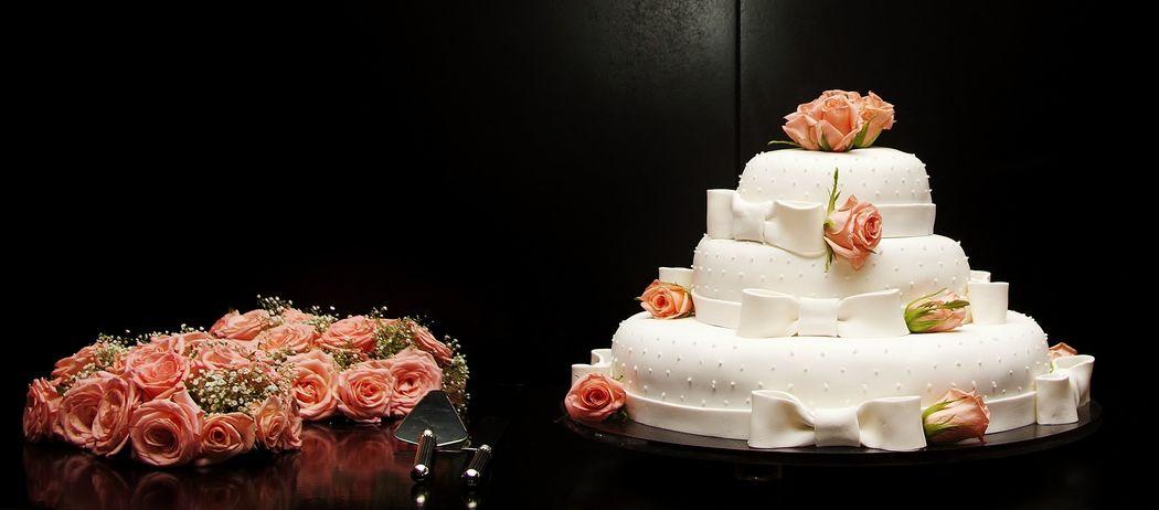 Casamento civil  *A+G* Destaque para o bolo dos noivos. Decoration and wedding planner project