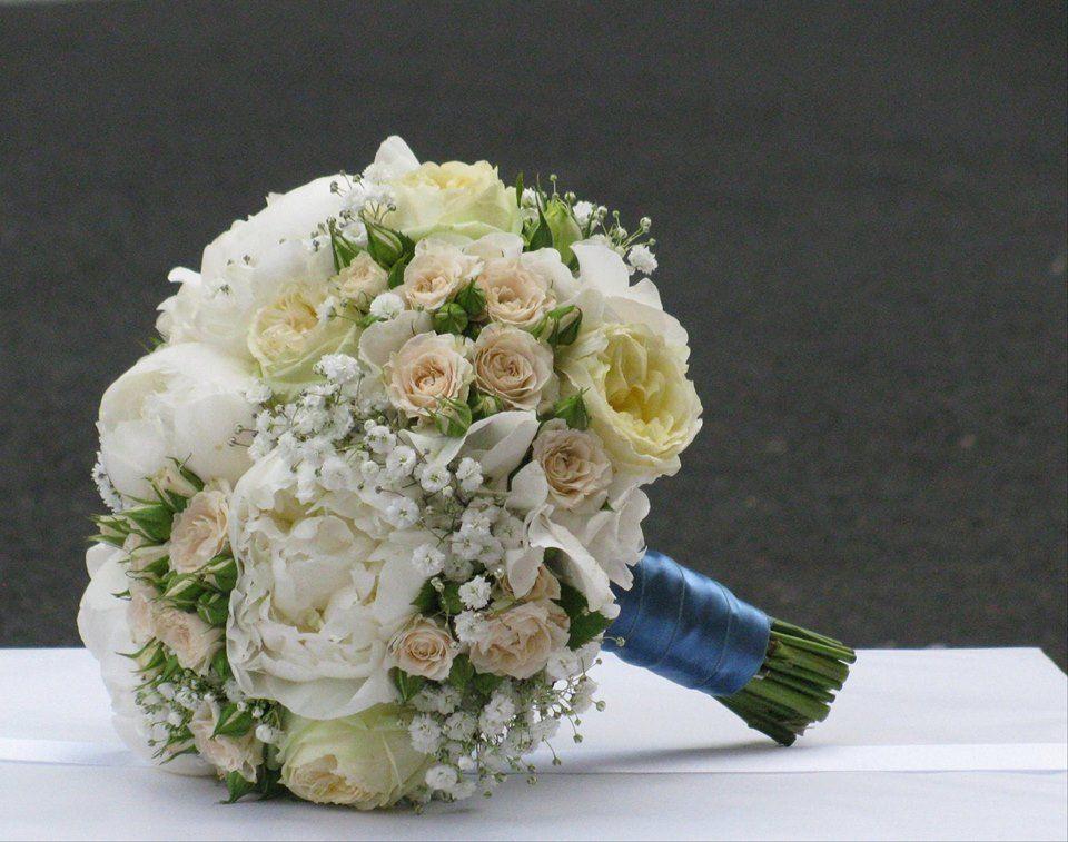 Bouquet de Noiva Peoneas Brancas e Rosas Nude